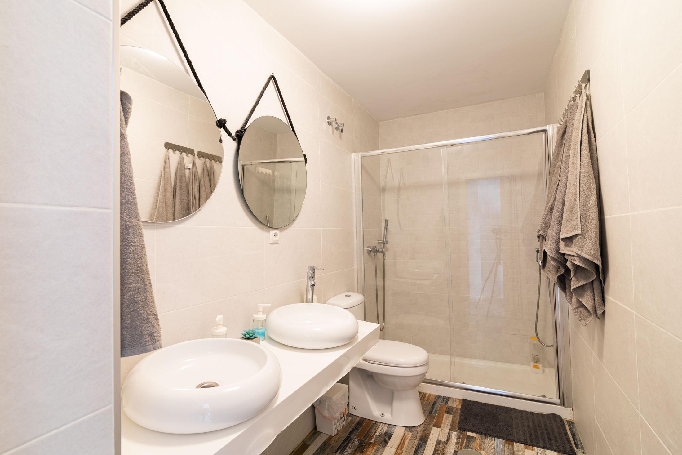 apartamento-plaza-merced-baño